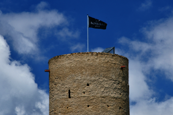 The SANSIBAR flag flies proudly over the Turmberg